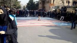 Studenten in Iran zeigen Flagge