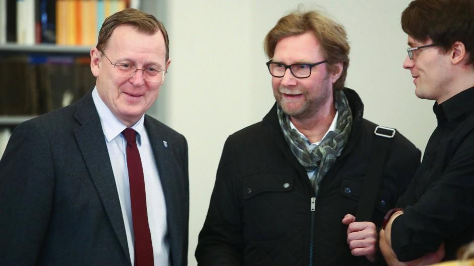 Ministerpräsident Bodo Ramelow (Linke) mit den Fraktionsvorsitzenden Dirk Adams (Bündnis 90/Die Grünen) und Christian Schaft (Die Linke) am Mittwoch in Erfurt.