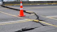 Starke Nachbeben und Tsunami-Warnung