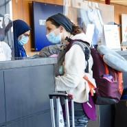 Einreisende warten auf dem Dulles Airport von Washington vergangenen November.