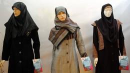 """Iran will Verkauf """"unislamischer Mäntel"""" an Frauen bestrafen"""