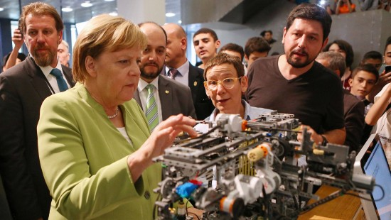 Merkel bei Junior-Uni