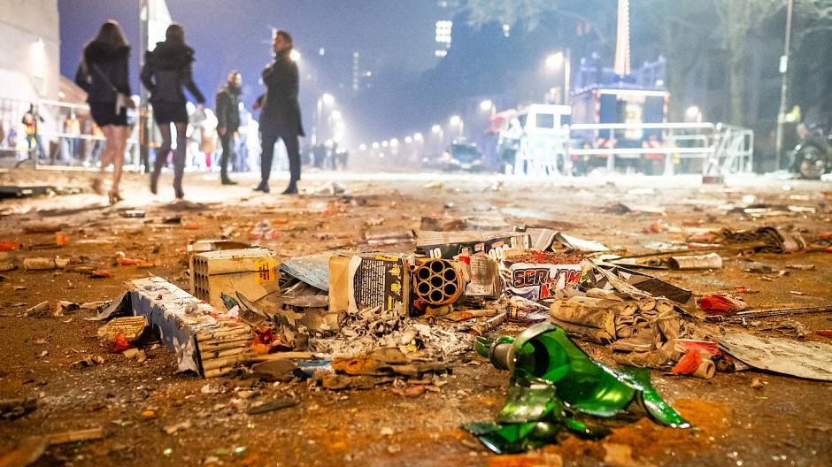 Willkommen im neuen Jahr: So wie in Frankfurt sah es in den vergangenen Jahren in vielen deutschen Städten nach Silvester aus.