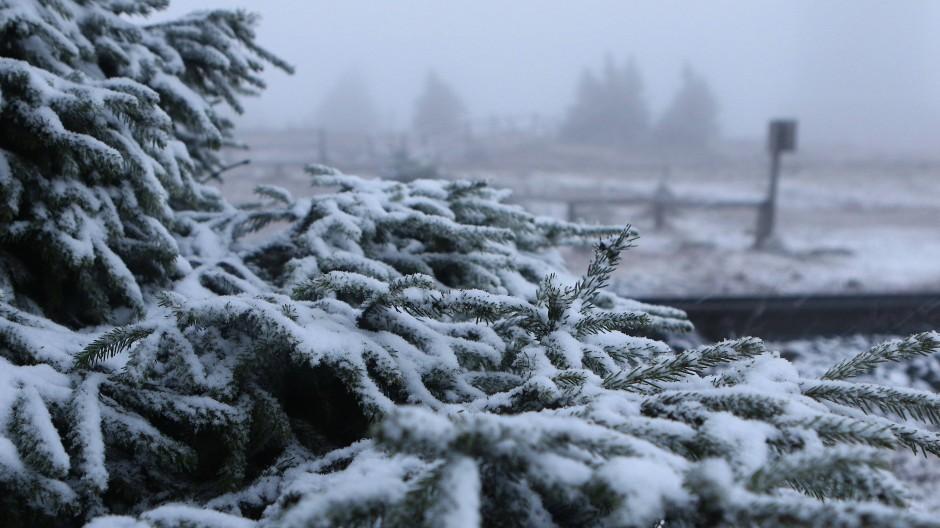 Vorbote des Winters: Übers Wochenende soll der Schnee am Brocken liegen bleiben.