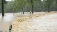 Überflutete Straßen bei Adorf in Sachsen