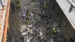 Hubschrauber stürzt auf Hochhaus-Dach