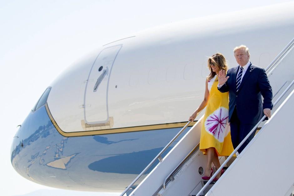Ankunft in Biarritz: Noch vor dem Abflug hatte Präsident Trump Strafzölle gegen China erlassen.