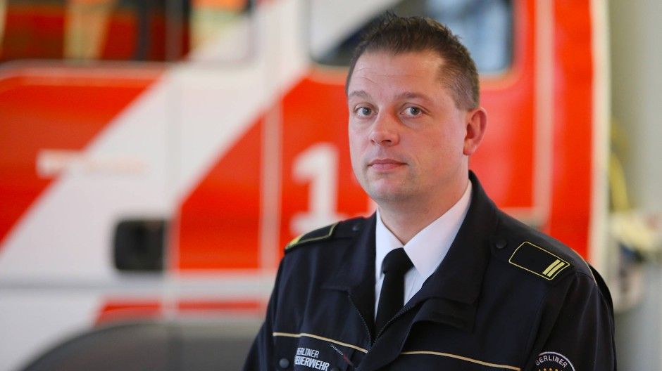 Brandoberrat Thomas Kirstein leitet seit 2017 die Pressestelle der Berliner Feuerwehr.