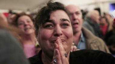Fassungslos vor Glück: eine Anhängerin von Syriza am Sonntagabend in Athen