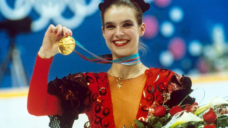 Olympia 1988 in Calgary: Kati Witt mir ihrer zweiten Goldmedaille