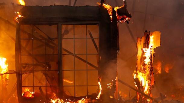 Feuer fordert mindestens zehn Todesopfer