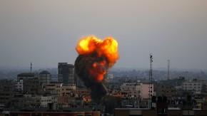 Eine Explosion im Gazastreifen während eines israelischen Luftangriffs