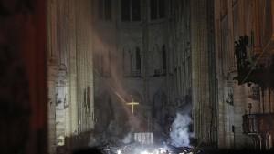 Großbrand in Notre-Dame komplett gelöscht
