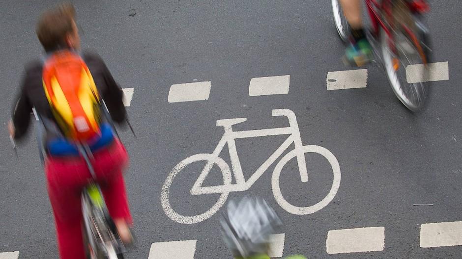 Immer mehr Menschen schwingen sich in Frankfurt und in anderen Großstädten aufs Rad – das ist nicht immer ein Vergnügen.