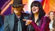 Und es ist schon wieder alles klar: Popsängerin Nena und Rocker Udo Lindenberg waren die Stars bei der Lea-Gala in der Frankfurter Festhalle - und feierten ihr Wiedersehen ausgelassen.