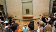 Tausende Besucher kommen jedes Jahr nach Paris, um die Mona Lisa zu sehen. Frankreichs Kulturministerin schlug nun vor, das Bild an andere Städte auszuleihen.