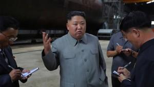 Nordkoreas Machthaber inspiziert neues U-Boot