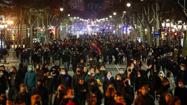Spanien erlebt fünfte Nacht in Folge mit Protesten und Krawall