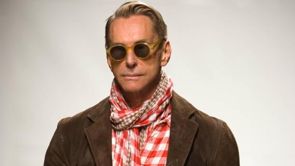 Pret-a-Porter - Französische und internationale Modehäuser stellen in Paris ihre Kollektionen für die Saison Herbst/Winter 2009 vor