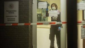 Polizei erschießt Mann auf Duisburger Wache