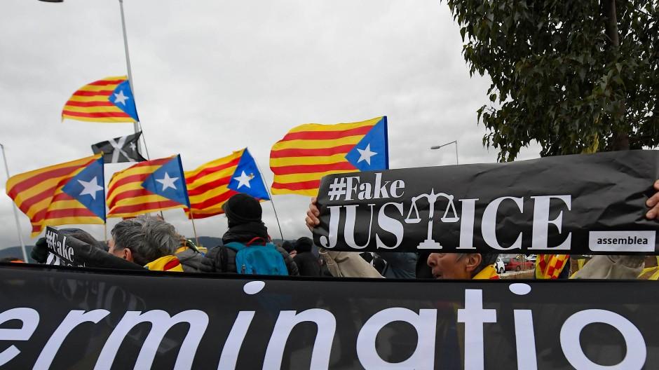 Proteste von katalanischen Unabhängigkeitsbefürwortern gegen Madrid