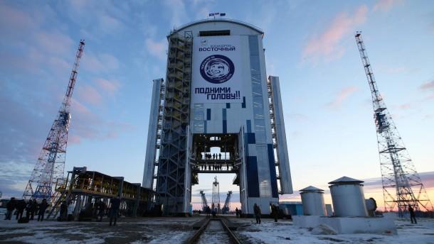 Gagarins Bild ziert die erste Rakete