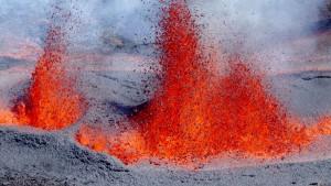 Piton de la Fournaise spuckt wieder Lava