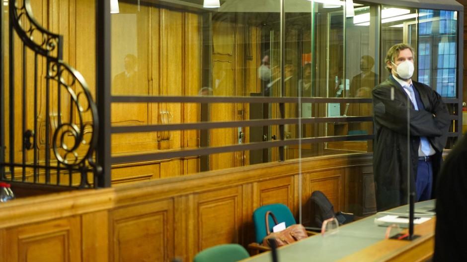 Der Verteidiger zu Beginn des Prozesses in Berlin