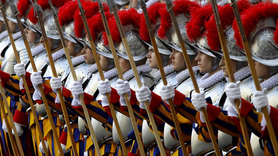 Die Schweizergarde ist die älteste und kleinste Armee der Welt – und die auffälligste.