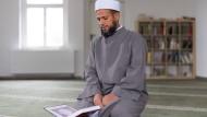 Badr Ali, Imam der Moschee am Islamischen Zentrum Dresden, wurde in Kairo zum Geistlichen ausgebildet.