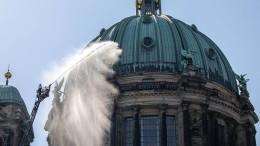 Feuerwehr probt am Berliner Dom den Ernstfall