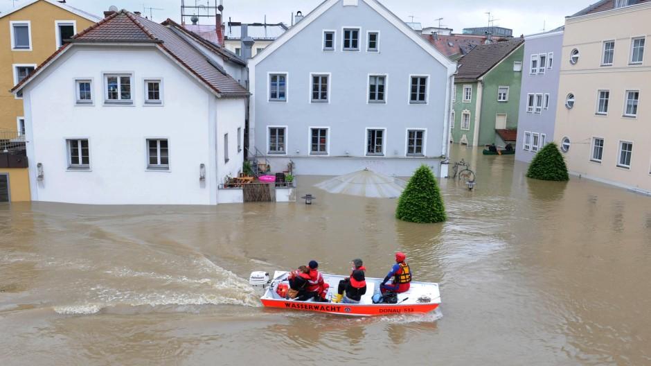 Land unter: Bootsfahrt durch Passau im Juni 2013