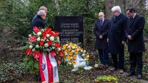 Gedenken an ermordeten Wirtschaftsminister Karry