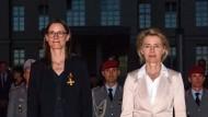 Ursula von der Leyen hat ihre Staatssekretärin Katrin Suder am 7. Mai dieses Jahres verabschiedet.