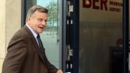 Flughafenchef Hartmut Mehdorn: Sorgt für Abwechslung beim frustrierenden Starren auf die ewige Baustelle