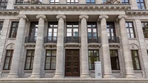 Ermittler durchsuchen Büros der Berenberg Bank