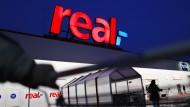 """Von der Supermarktsteuer wäre auch die deutsche Supermarktkette """"real"""" betroffen."""