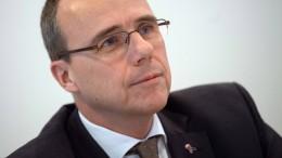 """Hessens Innenminister verteidigt """"Stillschweigen"""""""