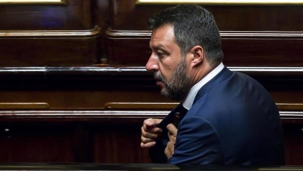 Salvini lobt Verschärfung der Strafen für Seenotretter