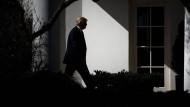 Der amerikanische Präsident Donald Trump vor dem Weißen Haus