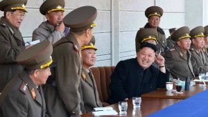 Nordkorea feuert 30 Kurzstreckenraketen ab