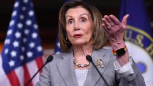 Pelosi erinnert Abgeordnete an Amtseid