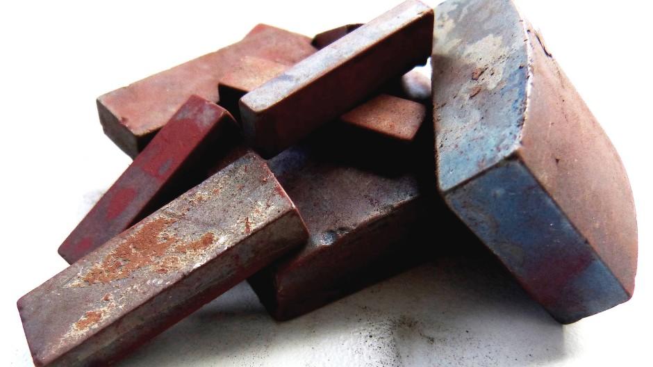 Ende als Anfang: Schrott aus dem Metall Neodym-Eisen-Bor.