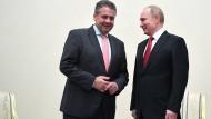 Putin und Gabriel im Juni in St. Petersburg