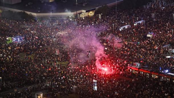 Zehntausende demonstrieren gegen geplantes Abtreibungsgesetz