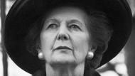 Britischer Stil: Margaret Thatcher mit Hut und Perlen