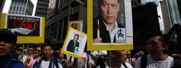 Prominentes Opfer: Demonstranten im Juli in Hongkong mit einem Bild des inhaftierten Menschenrechtsanwalts Pu Zhqiiang