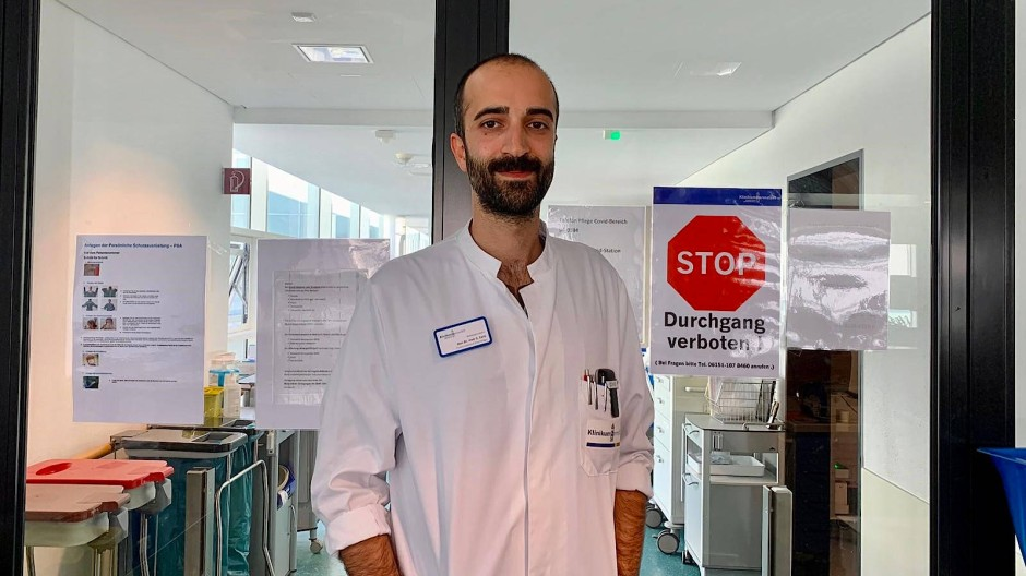 Behandelt Covid-19-Kranke: Dr. med. Cihan Çelik im Klinikum Darmstadt