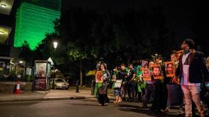London gedenkt Grenfell-Tower in Grün