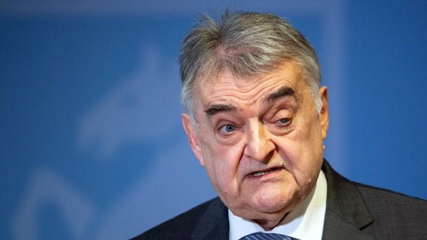 """Reul darf Landesverband der AfD nicht als """"Prüffall"""" bezeichnen"""